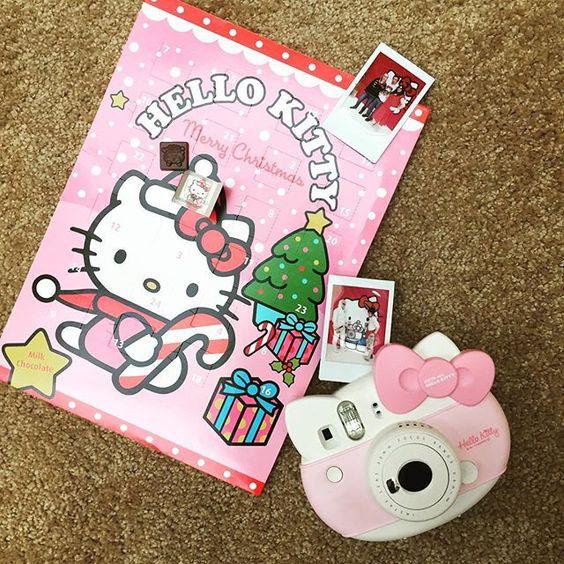 Wir wünschen allen flauschige und Schokolade Adventszeit mit der instax mini Hello Kitty!