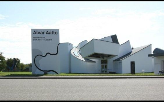 Vitra 設計博物館現正展出芬蘭國寶級設計師 Alvar Aalto 回顧展「Second Nature」,由展覽名稱可看出 Alvar Aalto 創作與自然的關係,因為熱愛自然,便將有機線條運用於創作上,而這也成為 Alvar Aalto 最為人所熟知的風格。(Photo credit:Vitra Design Museum)