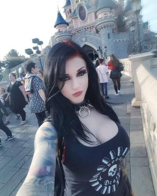 Katie935 In 2020 Hot Goth Girls Goth Beauty Gothic Beauty