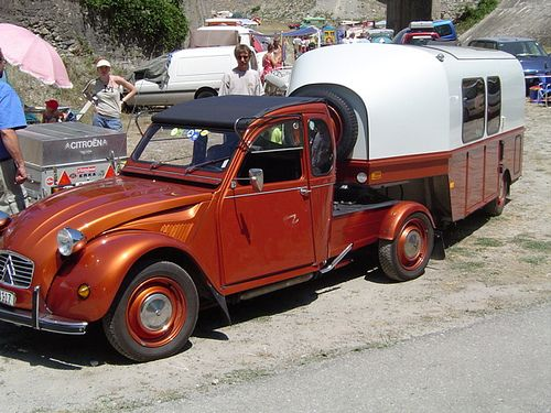 looks like a citroen cut down into a flatbed and a custom built small fifth wheel travel trailer