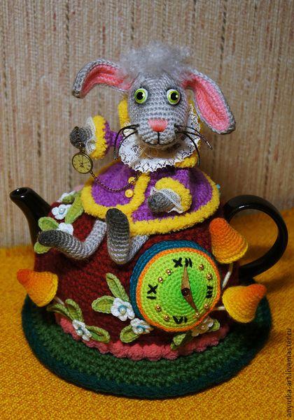 """Кухня ручной работы. Ярмарка Мастеров - ручная работа. Купить Грелка на чайник """"Безумное чаепитие"""". Handmade. Разноцветный, вязаный кролик:"""