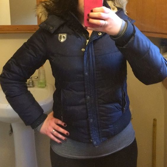 Navy American Eagle puffer jacket with fur hood Super warm and stylish puffer jacket with adorable fur hood. Love the coat but the length doesn't fit me the way I'd like it to anymore. Worn, but great condition. Coat recently machine washed, hood has only been spot cleaned (instructions tell you to remove hood before washing). American Eagle Outfitters Jackets & Coats Puffers