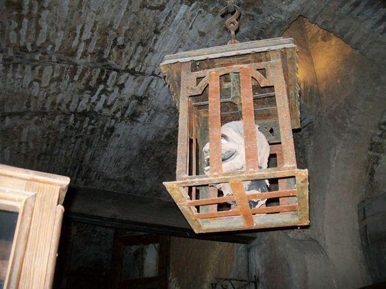 Instrumentos  de tortura reales 6ba4981e716050a1521fcdeeed8b7a37