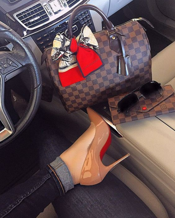 2018 New Lv Collection For Louis Vuitton Handbags Louis Vuitton Handbags Must Have It Louisvuittonhandbags Bags Designer Louis Vuitton Vuitton Handbags