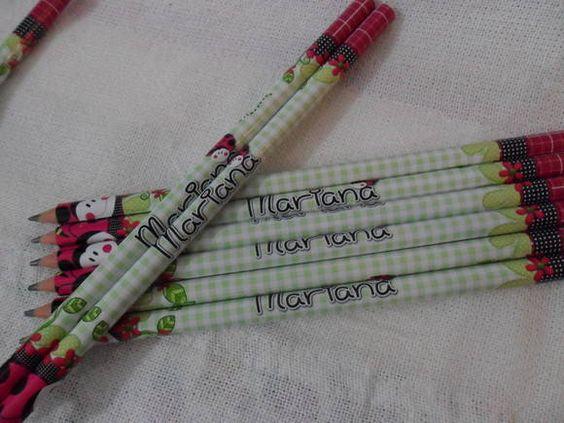 Lápis+Personalizado+<br>Rótulo+em+vinil+adesivo+à+prova+d'água.+<br>Fazemos+em+diversas+cores+e+temas.+<br>+<br>Ótima+lembrancinha+para+maternidade,+chá+de+bebê,+aniversário,+casamento,+brindes+etc.