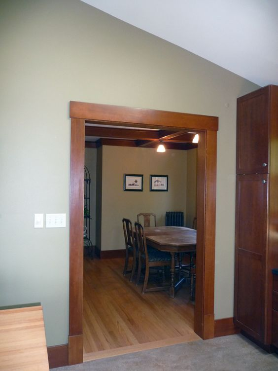 Craftsman style trim work love that clean lined trim for Mission style moulding