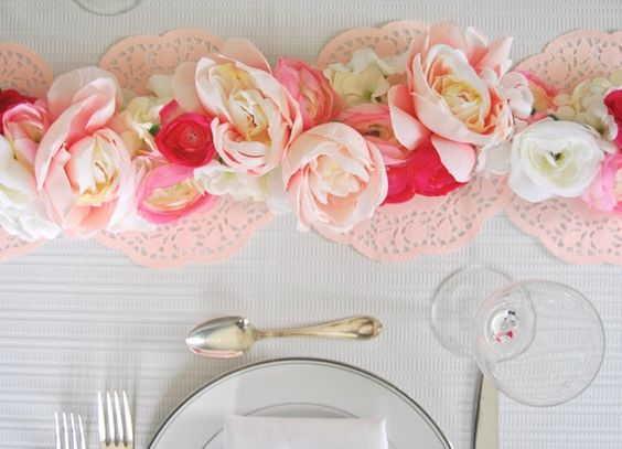 Set a pretty and elegant table with this easy floral garland DIY!