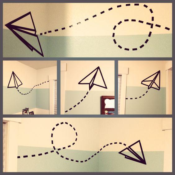 aviòn de papel hecho con cinta aislante para decorar las paredes de tu cuarto