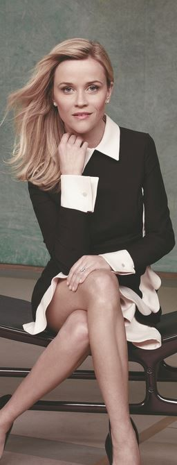 Who made Reese Witherspoon's black and white scallop collar dress?