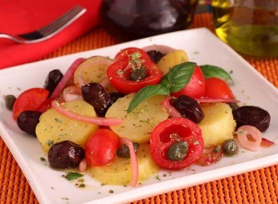 L'insalata Pantesca è un piatto freddo siciliano, tipico dell'isola di Pantelleria, a base di patate lessate, pomodori, cipolle, olive nere, origano e gli immancabili capperi, originari dell'isola stessa.  L'insalata pantesca racchiude i profumi e i sapori dei prodotti della propria terra: le dolci e croccanti cipolle rosse, l'aromatico e pungente origano, le gustose olive così come i pomodorini, vengono mischiati ad un ingrediente, vanto dell'isola: i capperi di Pantelleria.  Il tutto…