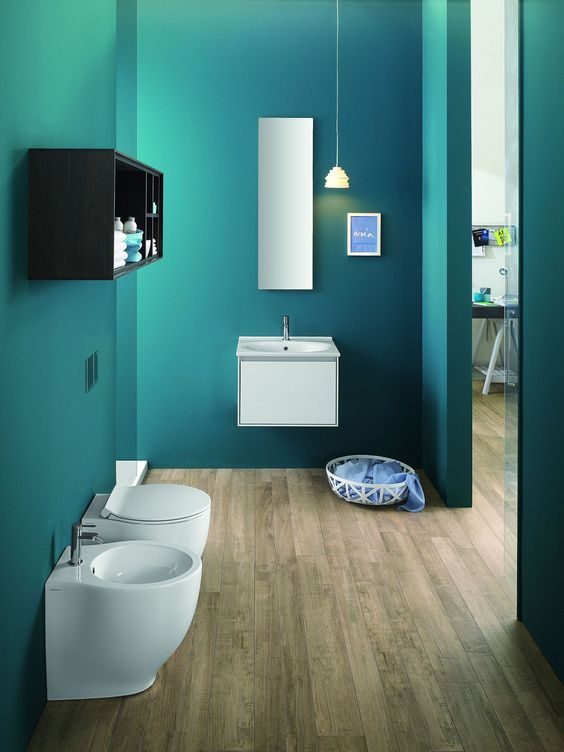 Sostituire i vecchi sanitari con moderni modelli a filo parete diventa semplice e veloce grazie a vasi con scarico universale traslato e a bidet con apertura posteriore più ampia.
