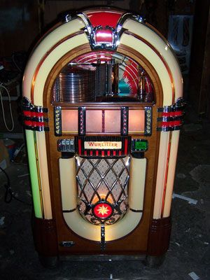 wurlitzer jukebox cool pinterest kid i want and jukebox. Black Bedroom Furniture Sets. Home Design Ideas
