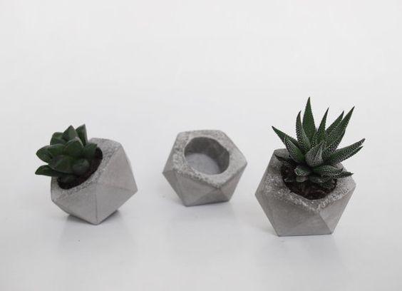 Récipients de plantes à la main petit cachepot béton par frauklarer ...