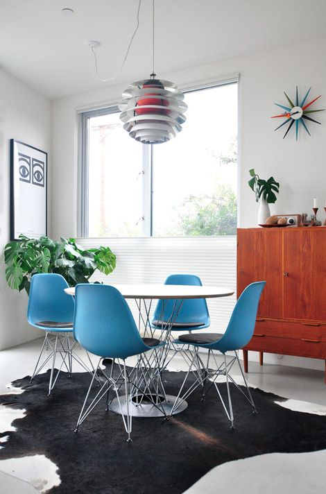 Sillas Eames Plastic Side Chair DSR, Mesa Dining Table y Reloj SUNBURST | Vitra |Disponible en Manuel Lucas Muebles, Elche