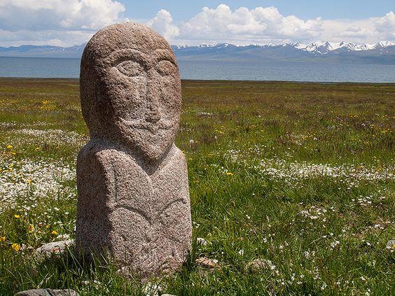 Köl Gölü'nde Türk Mezar Taşı- Turkic tombstone on Song-Köl lake