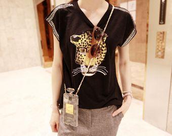Today's Hot Pick :ヒョウプリントスタッズコットンTee【NIPONJJUYA】 http://fashionstylep.com/SFSELFAA0007793/righthjp/out ルーズなフィット感が動きやすくカジュアルな雰囲気のTシャツ。 肩のラインに沿って袖口まで施されたスタッズディテールがすっきりした印象。 手書きで書いた様な独特なヒョウプリントが特徴的*♪  トレンドのボトムスINスタイルで今っぽい着こなしを。 身長によって着丈感が異なりますので下記の詳細サイズを参考にしてください。 ◆色:カーキ/ブラック