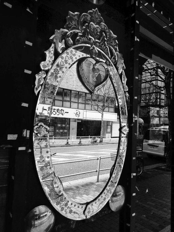 Daido Moriyama ist bekannt für seine intime und dichte Straßenfotografie in Schwarzweiß. Erstmals werden in Paris jetzt auch Farbaufnahmen des japanischen...