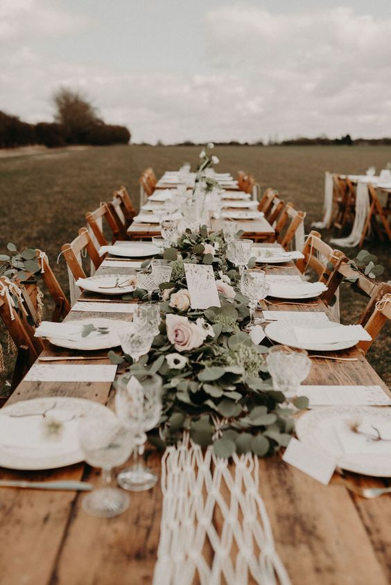Rustic And Chic Wedding Table Settings Outdoor Wedding Ideas
