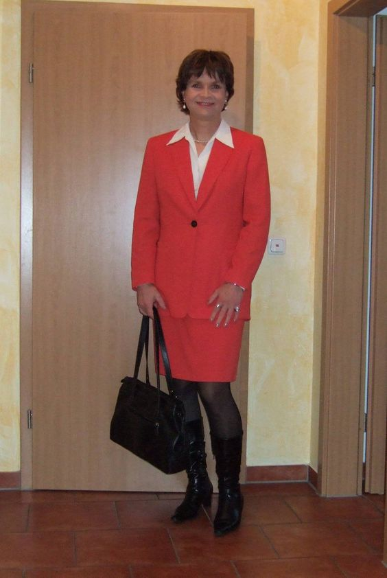 https://flic.kr/p/zSHnfk | Kostüm | Mein neues rotes Kostüm, das ich für 10,- EUR bei resales gekauft habe. Was haltet ihr davon?  My new red skirt suit which I bought at resales for only 10,- EUR. What do you think?