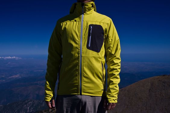 We've taken the Mammut Ultimate Light Hoody to a few hikes and outdoor adventures and came back with mixed feelings. A jacket that has good specs on paper but a few quirks in real-life conditions.