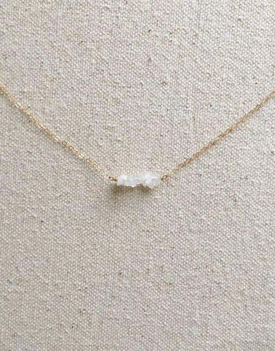 Zierliche Mondstein Halskette von KristinaCo auf Etsy