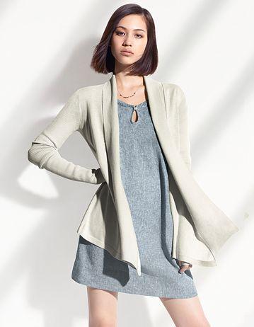 シンプルな服でビシッと決める水原希子のかわいくてかっこいい画像