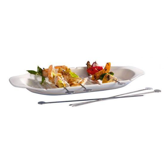 Villeroy & Boch Servier-Set 7-tlg. Servieren Sie leckere Gemüse- oder Fleischspieße auf dem eleganten Servier-Set BBQ von Villeroy & Boch.   Das 7-teilige Set ist aus hochwertigem Porzellan gefertigt und besteht aus einer Servierplatte und sechs passenden Grillspießen. Diese können Sie nach Lust und Laune, mit Gemüse, Fleisch und Fisch bestücken und auf dem Grill zu kleinen Köstlichkeiten zubereiten.   So macht Grillen gleich noch mehr Spaß!