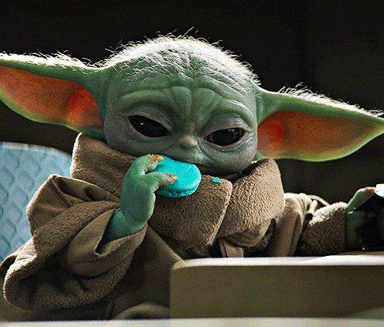 Khaleesi On Twitter Topico Do Dia Baby Yoda Comendo Bolacha Azul Na Escolinha Yoda Pictures Star Wars Pictures Yoda Wallpaper