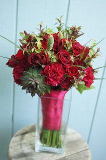 Bloom & Vine Red breakaway bouquet