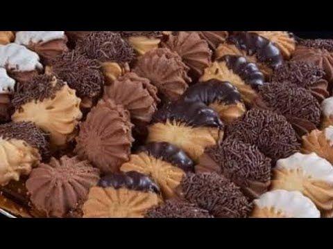 عشنا عمرنا بنعمله وييطلع ناشف ازاي تعملي بيتي فور الشوكولاته دايب ومقرمش زي المحلات Youtube Arabic Food Cake Shop Food Recipies