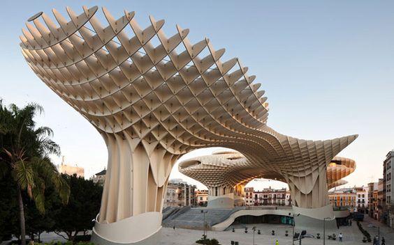El Metropol Parasol es una curiosa edificación diseñada por J. Mayer H. Arquitectos y ubicado en Sevilla, España. Es una estructura de 5000 metros cuadrados y construido en concreto, madera y acero. Esta edificacion en forma de wafle fue inaugurada en 2011 y desde entonces se ha convertido en uno de los iconos de la ciudad. Su diseño fue inspirado en las bóvedas de las catedrales sevillanas,...