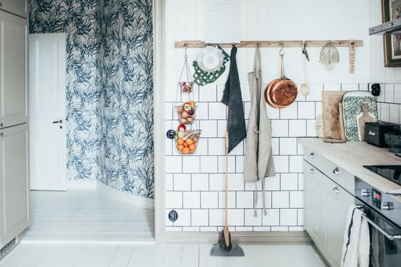 kitchen in in Johanna Bradford's beautiful Gothenburg apartment, via http://www.scandinavianlovesong.com/
