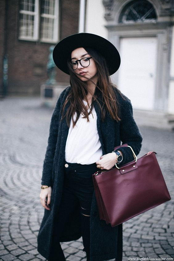 If you ever wondered how to bring a casual look to the whole new level, a hat and a pair of ankle boots is your answer. These are the items you need
