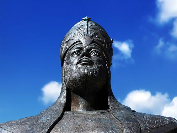 Estatua de Almanzor (al-Mansur, 'El Victorioso)) en Calatañazor, Soria, España © Islami
