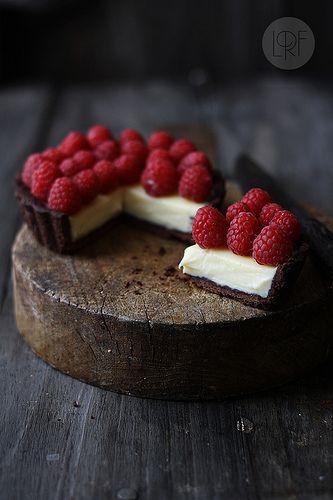 chocolate tart with mascarpone and raspberries