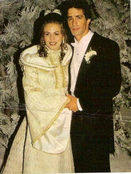 Loving thomas and trisha 2 tv weddings pinterest for Trisha yearwood wedding dress