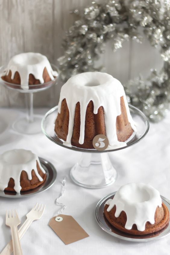 Golden Gingerbread with Hard Sauce//
