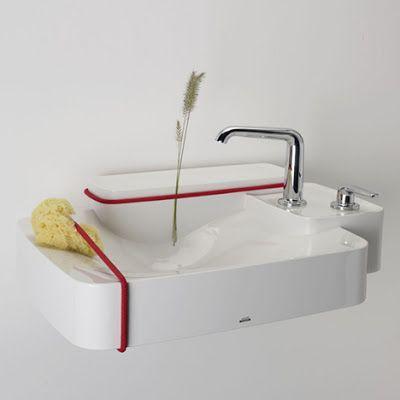 Después de haber lanzado su nueva línea de artículos para baño (85 para ser exactos) con la compañía alemana Axor, los hermanos Ronan y Erwan Bouroullec invitarón a los alumnos de primer año de la maestría de diseño de producto de la ECAL en Laussane a un proyecto muy interesante.