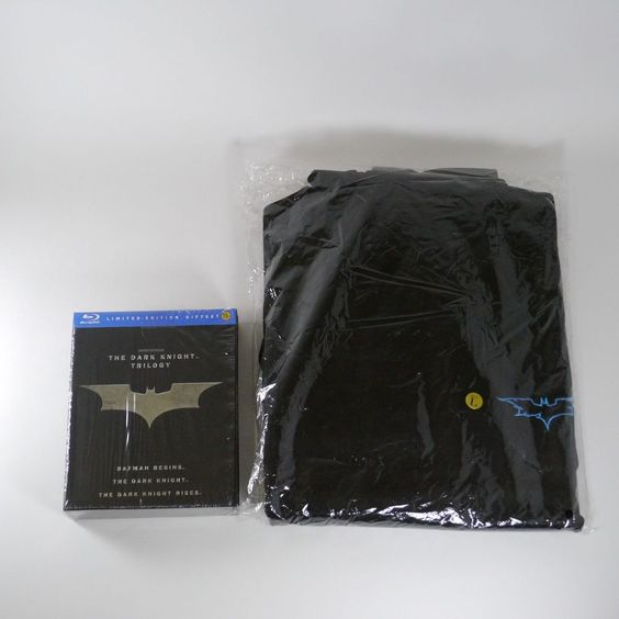 The Dark Knight Trilogy Blu-ray [Korea Limited Edition Gift Set + Hoodie] Batman