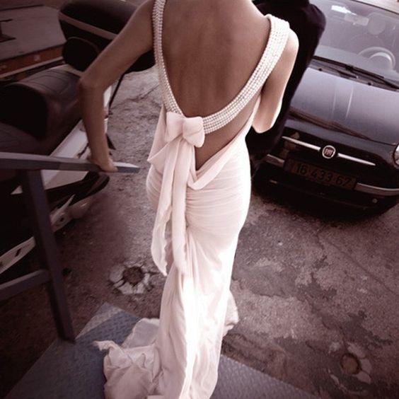 Nobles Perlen Hochzeitskleid mit freiem Rücken www.gloria-agostina.com/de www.gaweddingdresses.com
