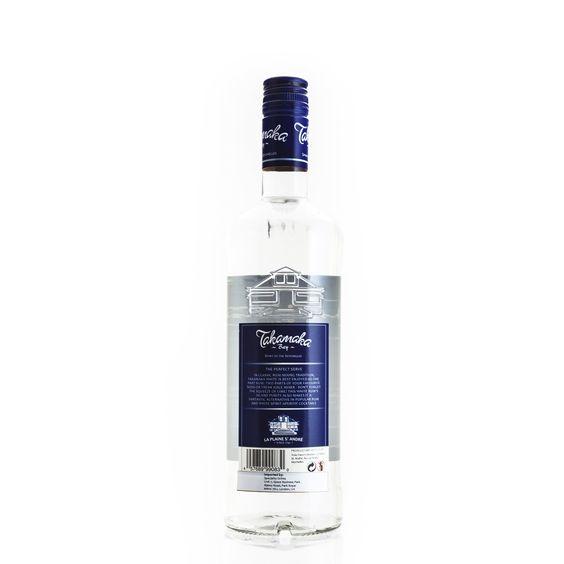 Weißer, afrikanischer Rum - ideal als Cocktailgrundlage  Der afrikanische Rum aus dem Hause Takamaka Bay Rum eigenet sich ideal für edle Mixgetränke. Er wird in Mahé auf den Seychellen produziert. DerTakamaka Bay White Rum wird mit einem Alkoholgehalt von 38 % Vol. ausgeliefert und ist in 0,7-Liter-Flaschen käuflich.