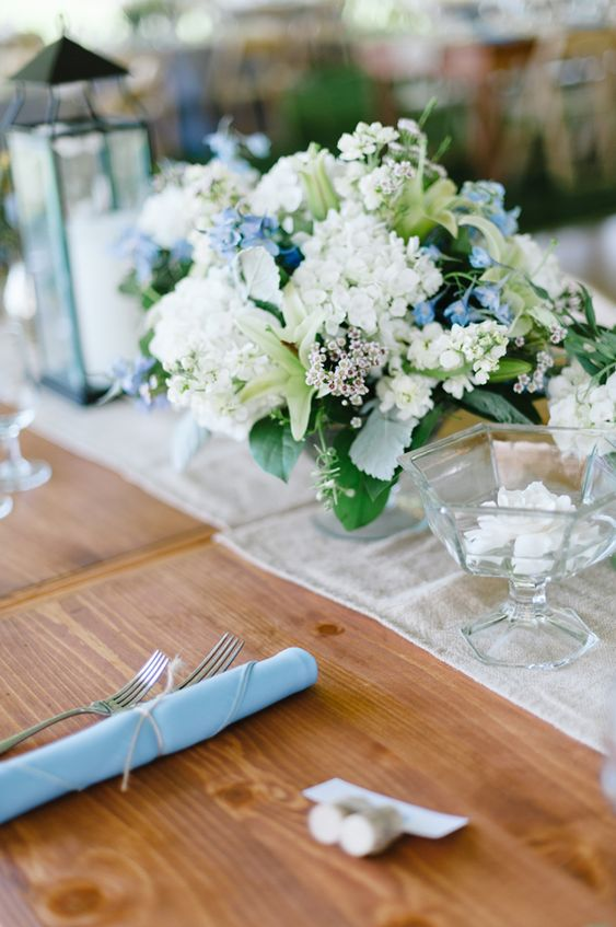 beautiful blue + green #hydrangea centerpiece | Laura Gordon