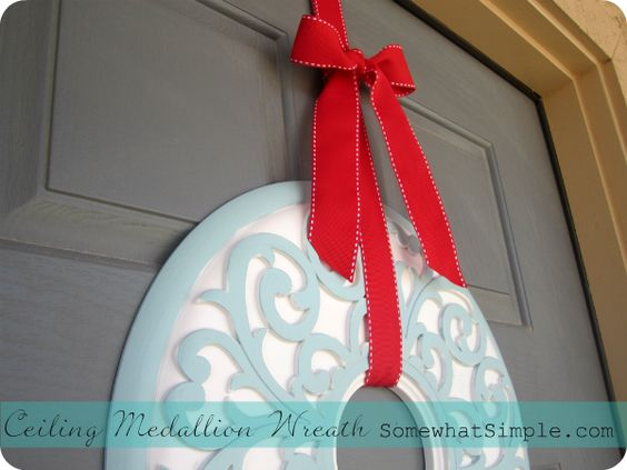 #CeilingMedallion #Wreath #DIY from @Stephanie {Somewhat Simple} SO CUTE!