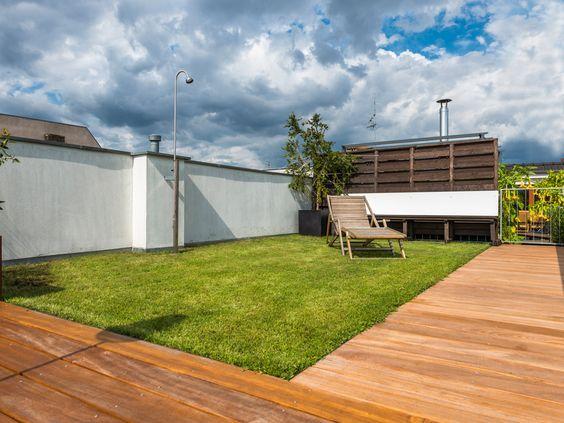 Bildschöne WPC Poolumrandung mit den Terrassendielen von MYDECK - beispiel mehrstufige holzterrasse