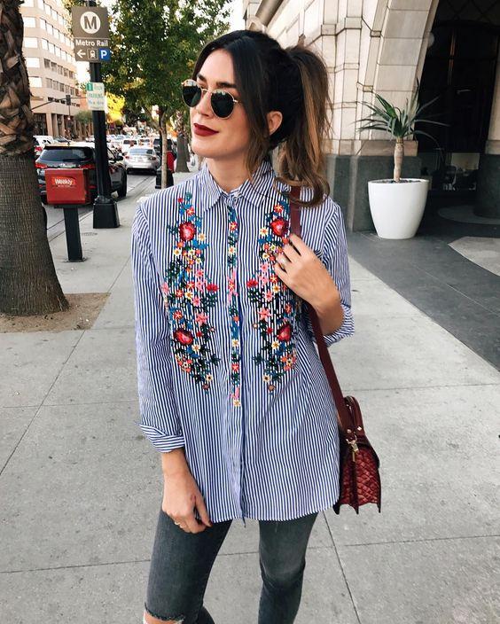Blusa de gola floral de manga comprida e calça:
