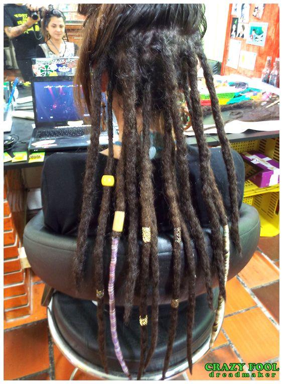 Manutenção e mais dreads nos cabelos de Fabi de Santa Maria - RS