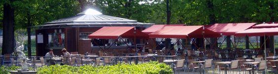 Boire une limonade sur une terrasse aux Tuileries