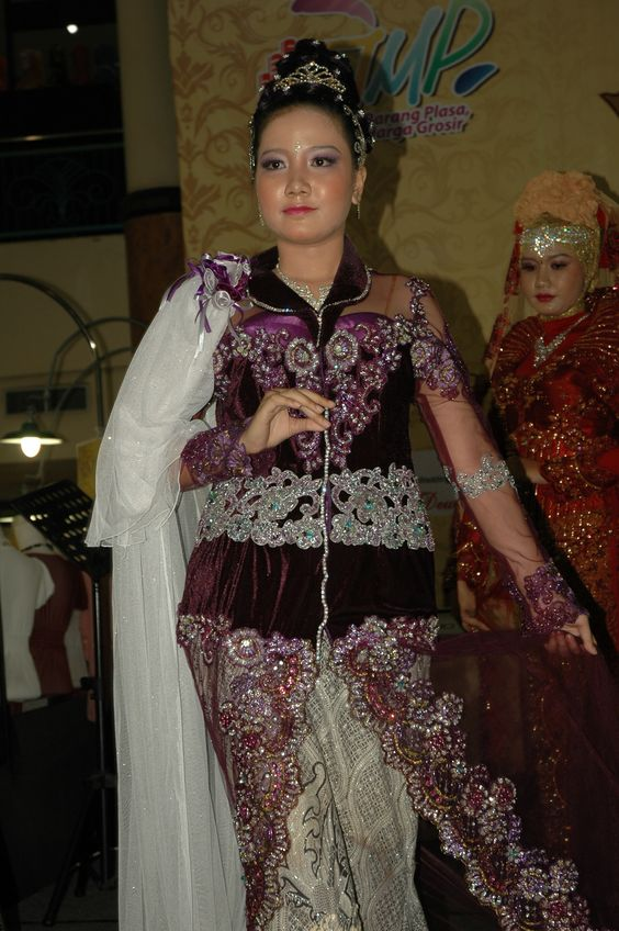 Evi Yuliana Fashion Show, make up dewi sri wedding.