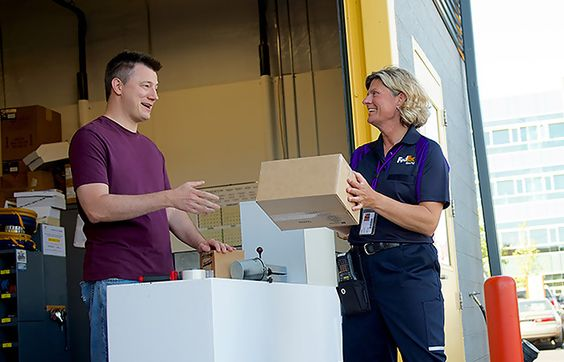 FedEx Express collecting a parcel FedexTheWorldOnTime - fedex jobs