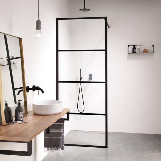 Zwarte details badkamer
